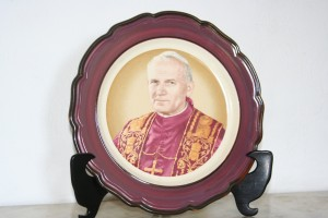 Antique plate with the image of Pope John 2